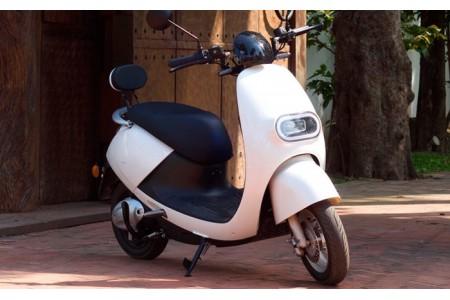 Probar una moto scooter eléctrica en LZA
